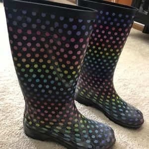 Shoes - Polka dot rain boots